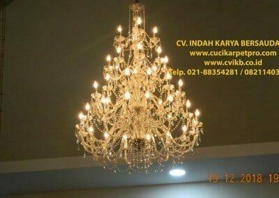 cuci-lampu-kristal-gereja-gpib-shalom-depok-83