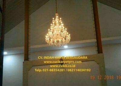 cuci-lampu-kristal-gereja-gpib-shalom-depok-84