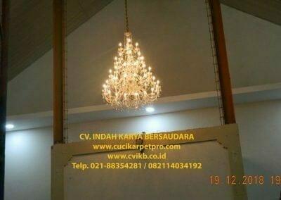 cuci-lampu-kristal-gereja-gpib-shalom-depok-85