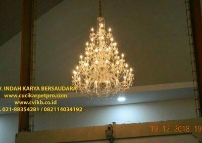 cuci-lampu-kristal-gereja-gpib-shalom-depok-86