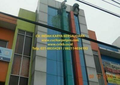 pembersih-kaca-gedung-bni-syariah-cibubur-02