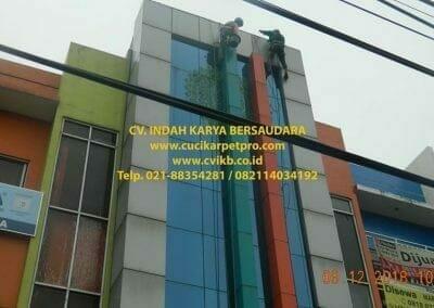 pembersih-kaca-gedung-bni-syariah-cibubur-03