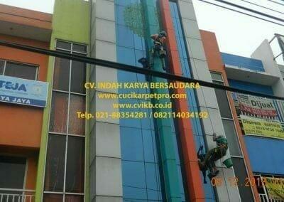 pembersih-kaca-gedung-bni-syariah-cibubur-15