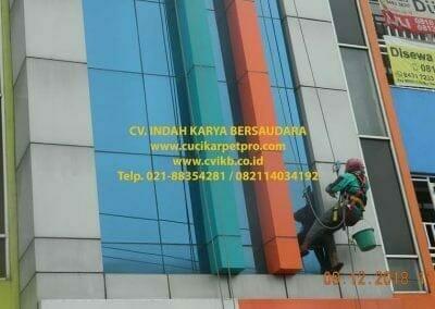 pembersih-kaca-gedung-bni-syariah-cibubur-21
