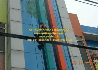 pembersih-kaca-gedung-bni-syariah-cibubur-23