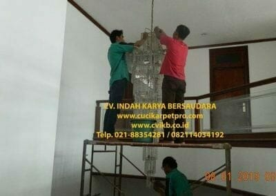 cuci-lampu-kristal-bapak-pittor-09