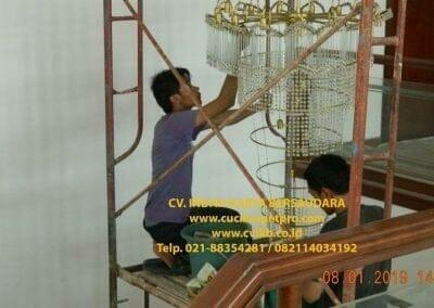 cuci-lampu-kristal-bapak-pittor-36