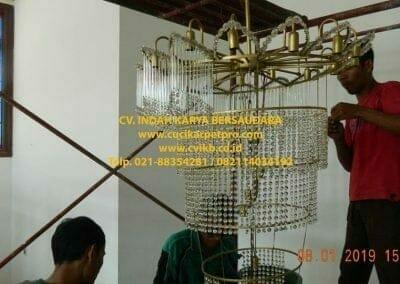 cuci-lampu-kristal-bapak-pittor-44