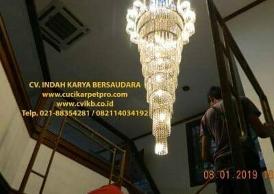 cuci-lampu-kristal-bapak-pittor-53