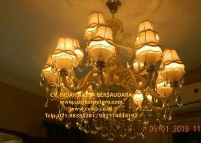 cuci-lampu-kristal-ibu-christine-01
