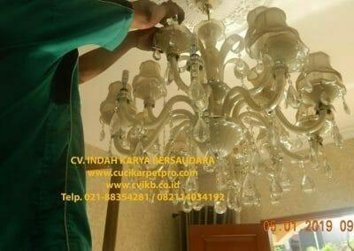 cuci-lampu-kristal-ibu-christine-05