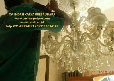 cuci-lampu-kristal-ibu-christine-06