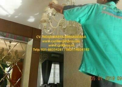 cuci-lampu-kristal-ibu-christine-09