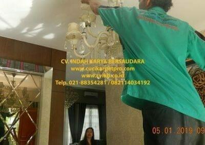 cuci-lampu-kristal-ibu-christine-10