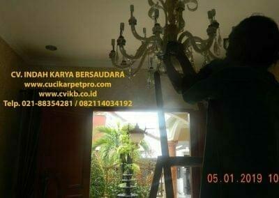 cuci-lampu-kristal-ibu-christine-12
