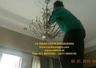 cuci-lampu-kristal-ibu-christine-37