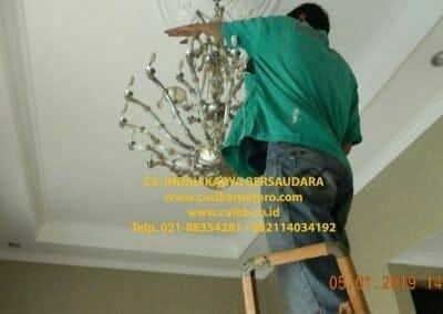 cuci-lampu-kristal-ibu-christine-44