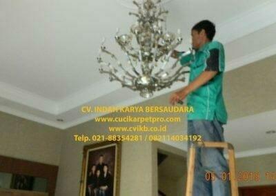 cuci-lampu-kristal-ibu-christine-46