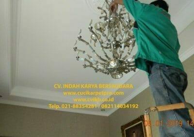 cuci-lampu-kristal-ibu-christine-47