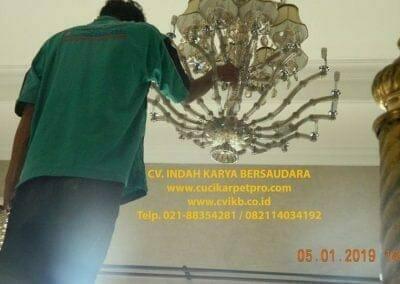 cuci-lampu-kristal-ibu-christine-49