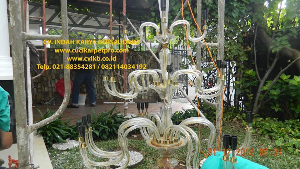 Cuci Lampu Kristal Ibu Donda Di Tebet Jakarta Selatan