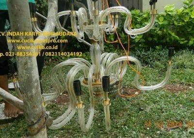 cuci-lampu-kristal-ibu-donda-15