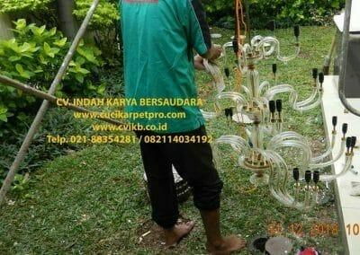 cuci-lampu-kristal-ibu-donda-19