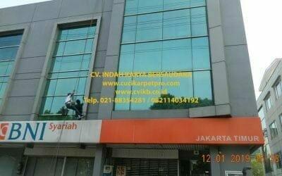 Pembersih Kaca Gedung BNI Syariah Jakarta Timur