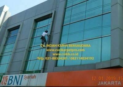 pembersih-kaca-gedung-bni-syariah-jakarta-timur-06