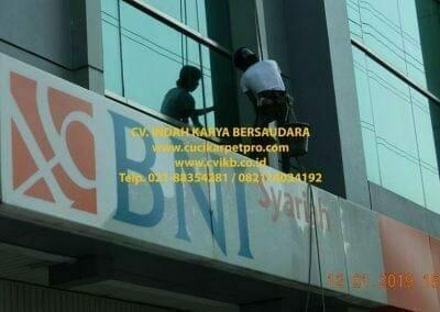 pembersih-kaca-gedung-bni-syariah-jakarta-timur-09