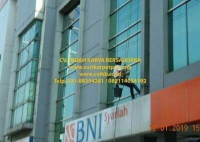 pembersih-kaca-gedung-bni-syariah-jakarta-timur-18