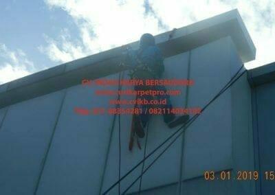 pembersih-kaca-gedung-pln-uip-jbb-14