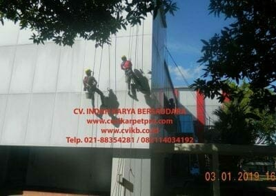 pembersih-kaca-gedung-pln-uip-jbb-28