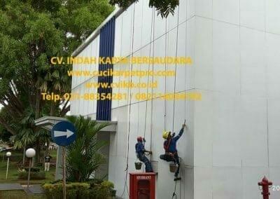 pembersih-kaca-gedung-pln-uip-jbb-gandul-cinere-16