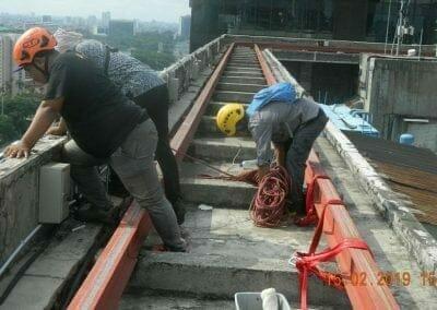 pembersih-kaca-gedung-hotel-crowne-plaza-jakarta-06