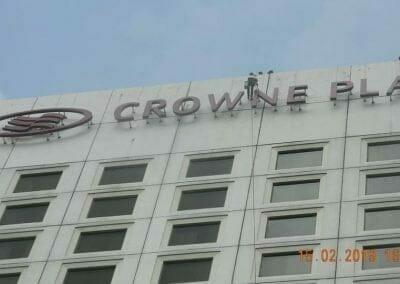 pembersih-kaca-gedung-hotel-crowne-plaza-jakarta-11