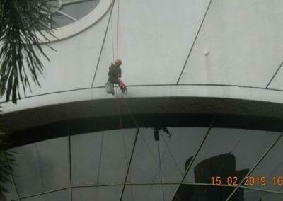 pembersih-kaca-gedung-hotel-crowne-plaza-jakarta-12