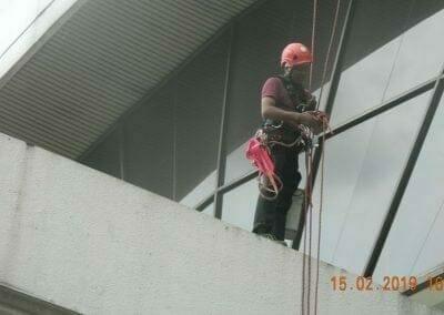 pembersih-kaca-gedung-hotel-crowne-plaza-jakarta-14