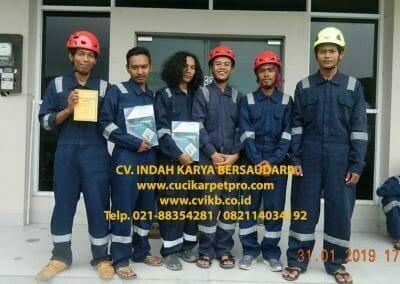 sertifikasi-tkpk-pembersih-kaca-gedung-01