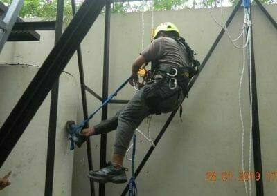 sertifikasi-tkpk-pembersih-kaca-gedung-100