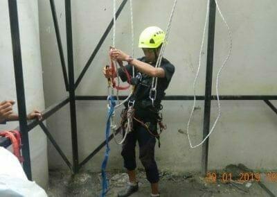 sertifikasi-tkpk-pembersih-kaca-gedung-105