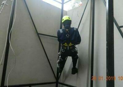 sertifikasi-tkpk-pembersih-kaca-gedung-106