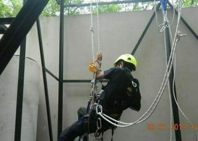 sertifikasi-tkpk-pembersih-kaca-gedung-110