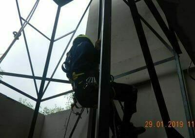 sertifikasi-tkpk-pembersih-kaca-gedung-111