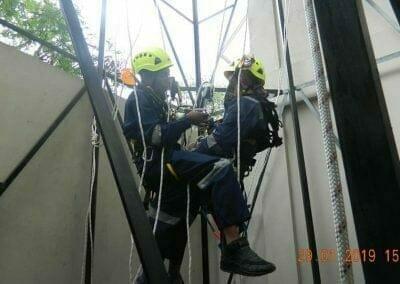 sertifikasi-tkpk-pembersih-kaca-gedung-120