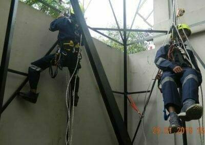 sertifikasi-tkpk-pembersih-kaca-gedung-121