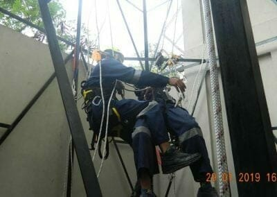 sertifikasi-tkpk-pembersih-kaca-gedung-123