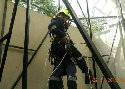 sertifikasi-tkpk-pembersih-kaca-gedung-124