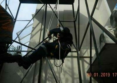 sertifikasi-tkpk-pembersih-kaca-gedung-130