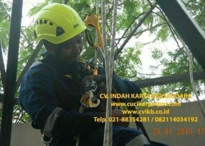 sertifikasi-tkpk-pembersih-kaca-gedung-145